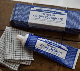 ドクターブロナー 界面活性剤不使用の歯磨き粉