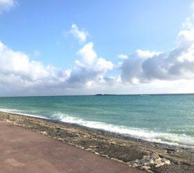 沖縄の青い海と空